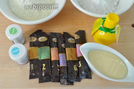 Для самой мастики потребуется сахарная пудра, сухое молоко, сгущённое молоко, лимонный сок и красители. Сироп нужен будет для склеивания деталей. Приготовьте его раньше, просто разогрейте сахар до растворения, перелейте в маленькую ёмкость и приготовьте кисточку для работы. Картофельный крахмал для присыпания поверхностей, чтобы мастика не липла.