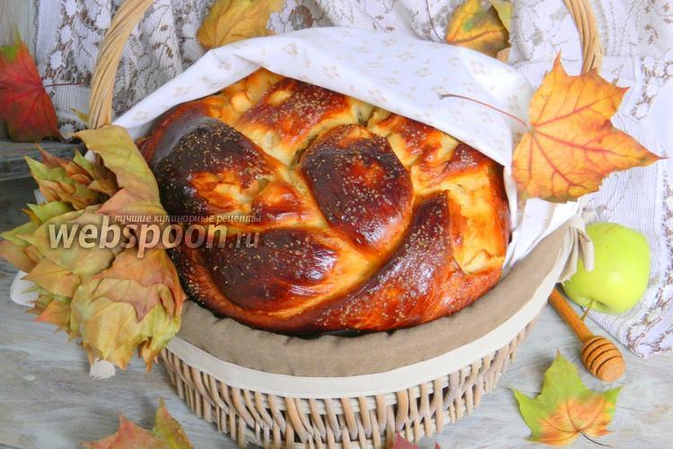 Фото Хала с мёдом и яблоками