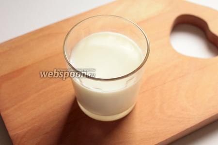 Молоко вскипятить, добавить сахар.