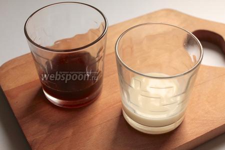 В стаканы или креманки налить кофе, слоем 1-2 см. Поставить застывать в холодильник.