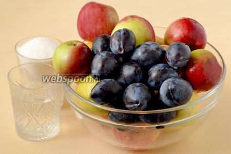 Для приготовления мармелада нам понадобятся ингредиенты: яблоки, сливы, сахар, вода.