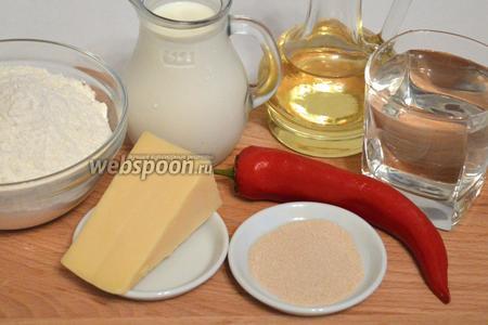 Для приготовления хлеба нам понадобится мука, молоко, вода, сахар, соль, дрожжи, перец острый, сыр твёрдый, масло растительное, чеснок гранулированный.