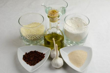 Чтобы испечь хлеб, нужно взять муку пшеничную и кукурузную, соль, сахарную пудру, дрожжи сухие, тёплую воду; для начинки взять небольшую головку чеснока, оливковое масло, перец чёрный молотый, кусочки сушёных помидоров.