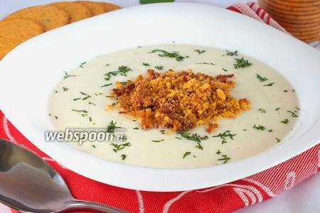Суп-пюре из цветной капусты с крекерами
