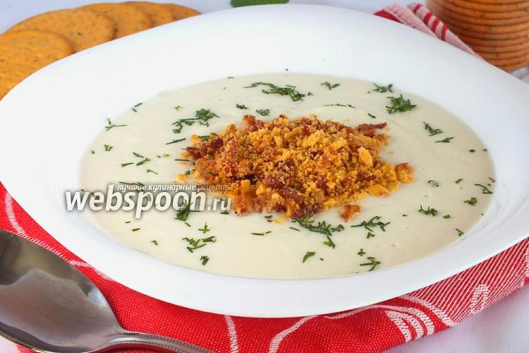 Фото Суп-пюре из цветной капусты с крекерами