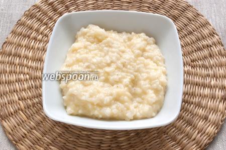 Подавать рис нужно сразу. При подаче можно посыпать тёртым пармезаном.