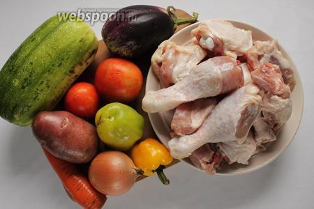 Для приготовления хашламы нам понадобятся куриное мясо и любые овощи, обязательно помидоры и специи.