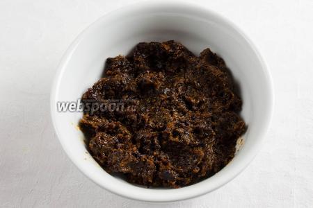 Чернослив вяленый помыть, просушить, пюрировать.