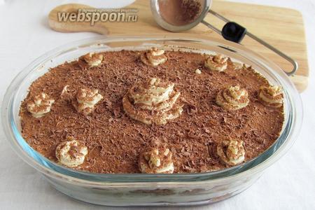 Утром десерт достать, посыпать какао и тёртым шоколадом, украсить по желанию.