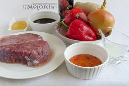 Для приготовления мяса по-корейски нам понадобятся: мякоть говядины, сладкий перец, лук, чеснок, имбирь, малиновый бальзамический уксус (совсем не обязательно), растительное масло, мёд (или сахар), рисовый уксус. Желательно добавить ложку кунжутного масла.