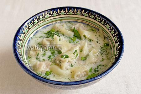 Подавать с кефиром, йогуртом или сметаной, посыпать зеленью, сбрызнуть лимонным соком. Получается первое блюдо. Приятного аппетита!
