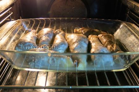 Перекладываем в жаропрочную посуду и в разогретую духовку на 25-30 минут при 200°C.