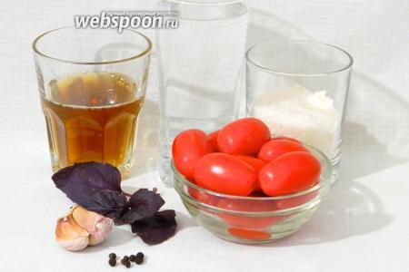 Для приготовления маринованных помидор черри с базиликом возьмём помидоры черри, базилик, чеснок, чёрный перец горошком, уксус яблочный, воду, сахар, соль.
