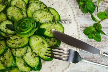 Салат из огурцов с мятой