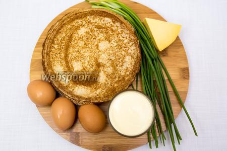 Подготовим продукты: блины, лук, сливки, яйца, соль, сыр.