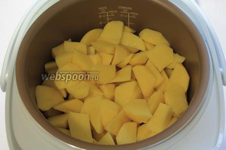 Через час добавить картофель.