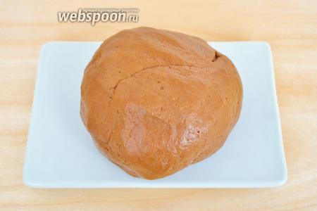 Завести мягкое тесто. Тесто липнуть к рукам не должно.