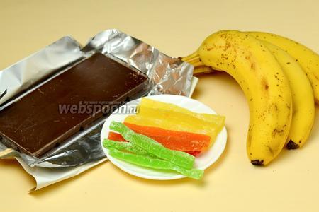 Для приготовления конфет нам понадобятся бананы, шоколад, разноцветные цукаты, немного сливок.