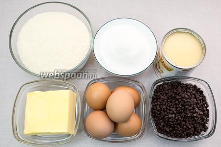 Для приготовления нам понадобятся: кокосовая стружка, сахар, сгущённое молоко, масло сливочное, яйца, шоколад, мука, какао-порошок.