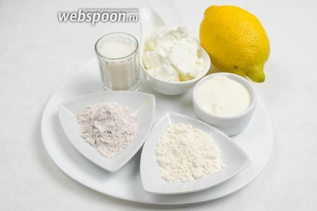 Приготовить начинку: нужно взять сахар, муку, пудинг, сыр рикотту, сметану, цедру лимона.