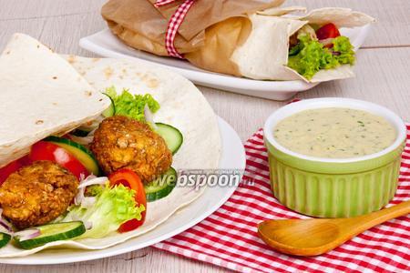 Фалафель (нутовые котлеты с овощами и соусом в лаваше)