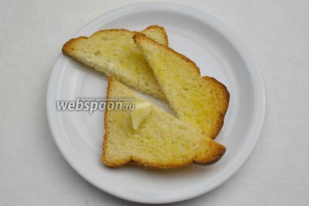 Готовые подсушенные хлебцы вынуть из духовки. Остудить. Верхнюю часть хлебца натереть срезанной чесночной долькой.