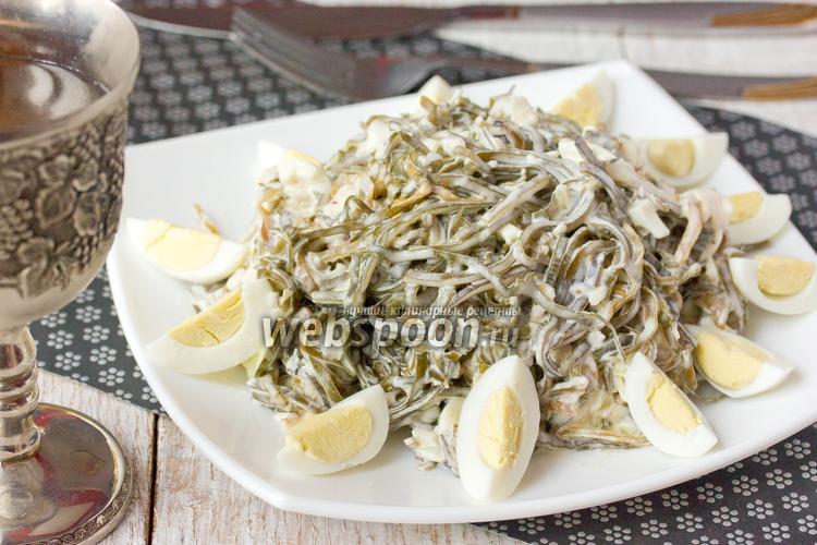 Рецепт Салат с морской капустой перепелиными яйцами и отварной рыбой