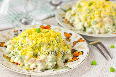 Салат с копчёной курицей и зелёным горошком