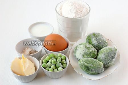 Для приготовления оладий из шпината и зелёного горошка нам понадобятся замороженные шпинат и горошек, яйцо куриное, масло сливочное, молоко, мука, соль, перец чёрный молотый.