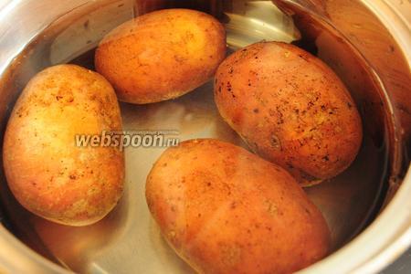 Для начала отварите картофель до готовности.