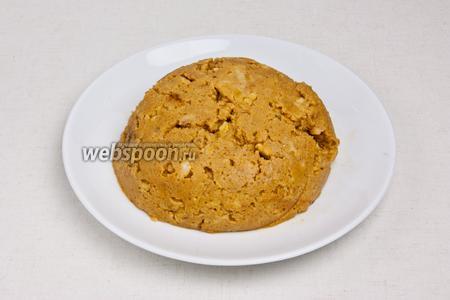 Переместить массу в тарелку и остудить до комнатной температуры.