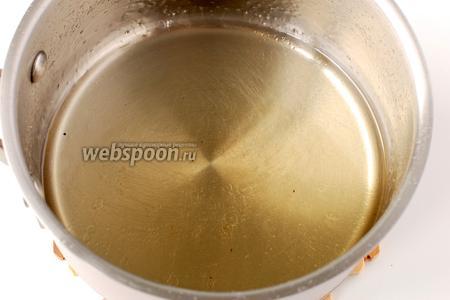 Проварить сироп 5 минут. Добавить подсолнечное масло.