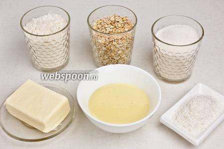 Для приготовления десерта понадобится пшеничная мука, овсяные хлопья, кокосовая стружка, сахар, сахарная пудра, сливочное масло, сгущённое молоко, имбирь и корица.