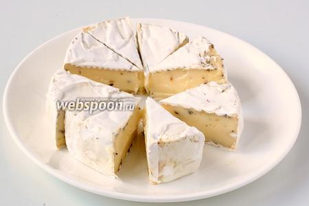 Диск сыра весом 125 г разделить на 8 сегментов.