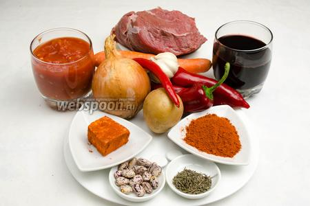 Чтобы приготовить венгерский суп гуляш, необходимо взять мякоть телятины, масло оливковое, лук, тимьян, паприку сухую, вино сухое красное, помидоры в собственном соку, фасоль, соль, перец паприка свежий, перец острый свежий, картофель, морковь, чеснок, сало свежее.