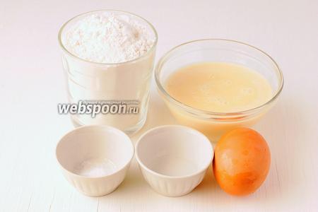 Для приготовления коржей торта «Проще простого» нам понадобится мука, яйцо, сгущённое молоко, сода, уксус.