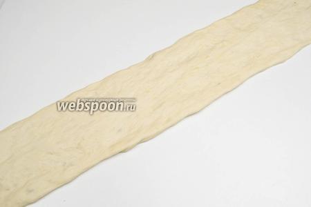 Раскатать или растянуть жгут в полосу длиной 75-80 см, а шириной 8-9 см.