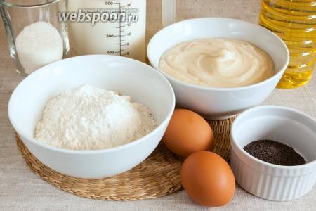 Подготовить продукты для блинчиков: муку, сахар, яйца, молоко, мак, масло; для крема — муку, молоко, яйца, сахар и сахар ванильный.