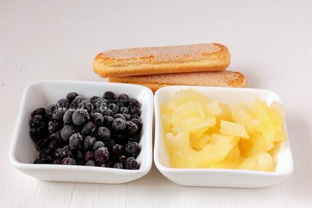 Или подать с фруктами и бисквитным печеньем.