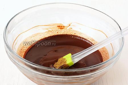 Вынуть шоколадную массу из морозильной камеры.
