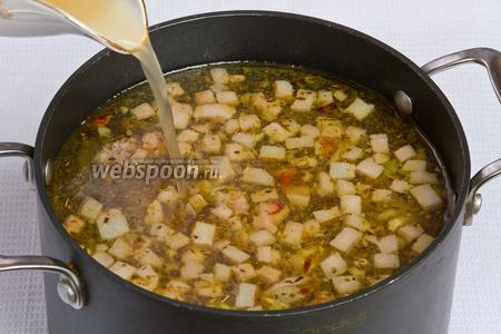 Затем в суп добавляем закваску и варим ещё 5 минут.