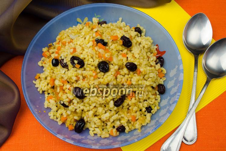 Рецепт Булгур с луком, морковью и пряным изюмом в мультиварке