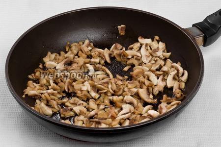 Жарим грибы с подсолнечным маслом 15 минут.
