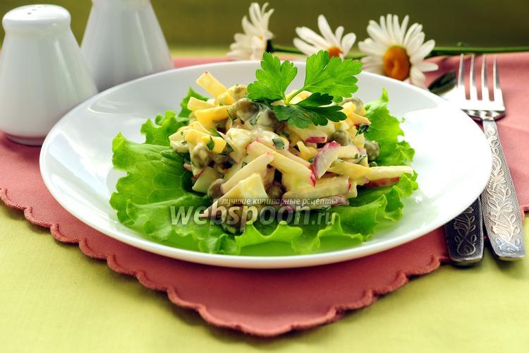 Фото Салат с сыром, редисом и зелёным горошком