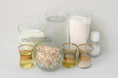 Для приготовления овсяного хлеба возьмём муку, воду, овсяные хлопья, молоко, мёд, дрожжи, подсолнечное масло, соль.