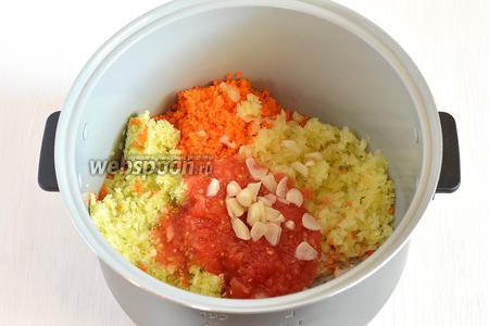Чтобы сварить в мультиварке, нужно добавить помидоры, чеснок и соль 2 чайные ложки. Готовить на режиме «Тушение» 70 минут.