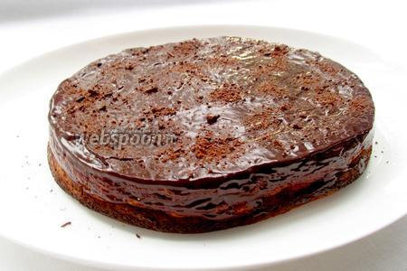 Полить сырник шоколадом. Сделать узоры вилкой, посыпать какао. Приятного аппетита!