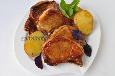 Подавать мясо горячим, приятного аппетита!