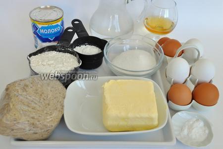 Приготовим продукты:муку, яйца, халву, сгущёнку, воду, коньяк, сахар. Сливочное масло для крема должно быть комнатной температуры.