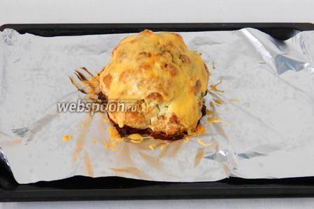 Затем капусту посыпаем тёртым сыром и отправляем в духовку ещё на 5-10 минут.